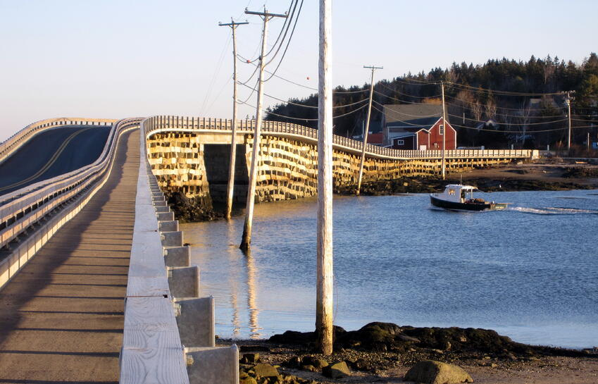 Cribstone_Bridge_Maine.jpg