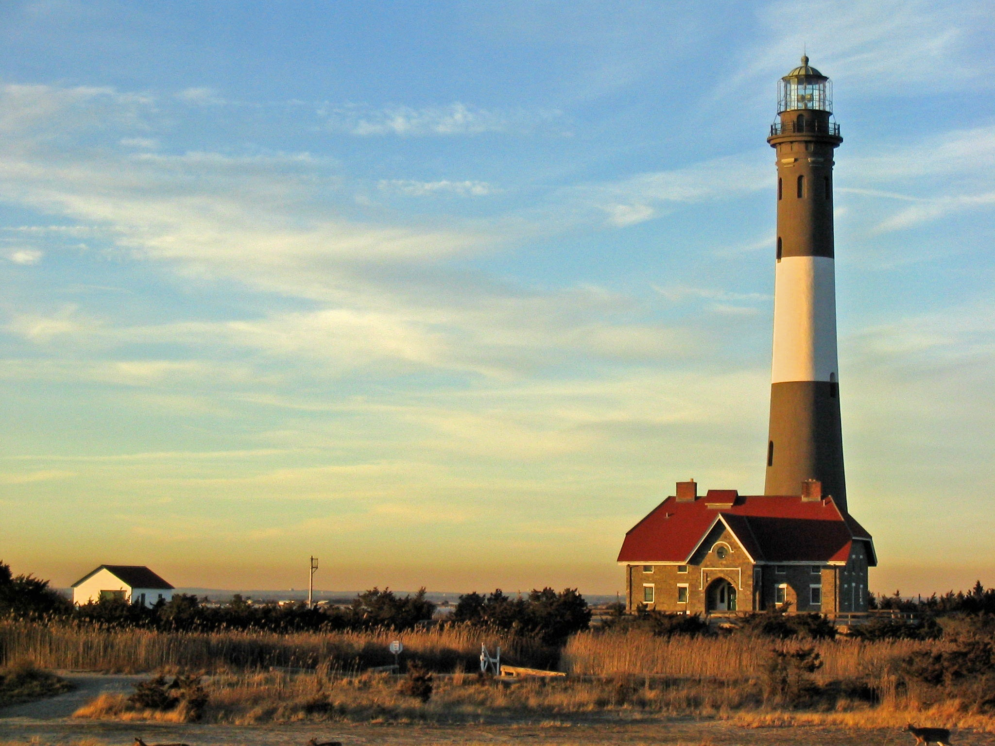 Fire_Island_Light_Station_1.jpg