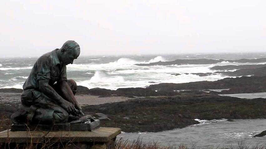 lobsterman_statue_maine.jpg