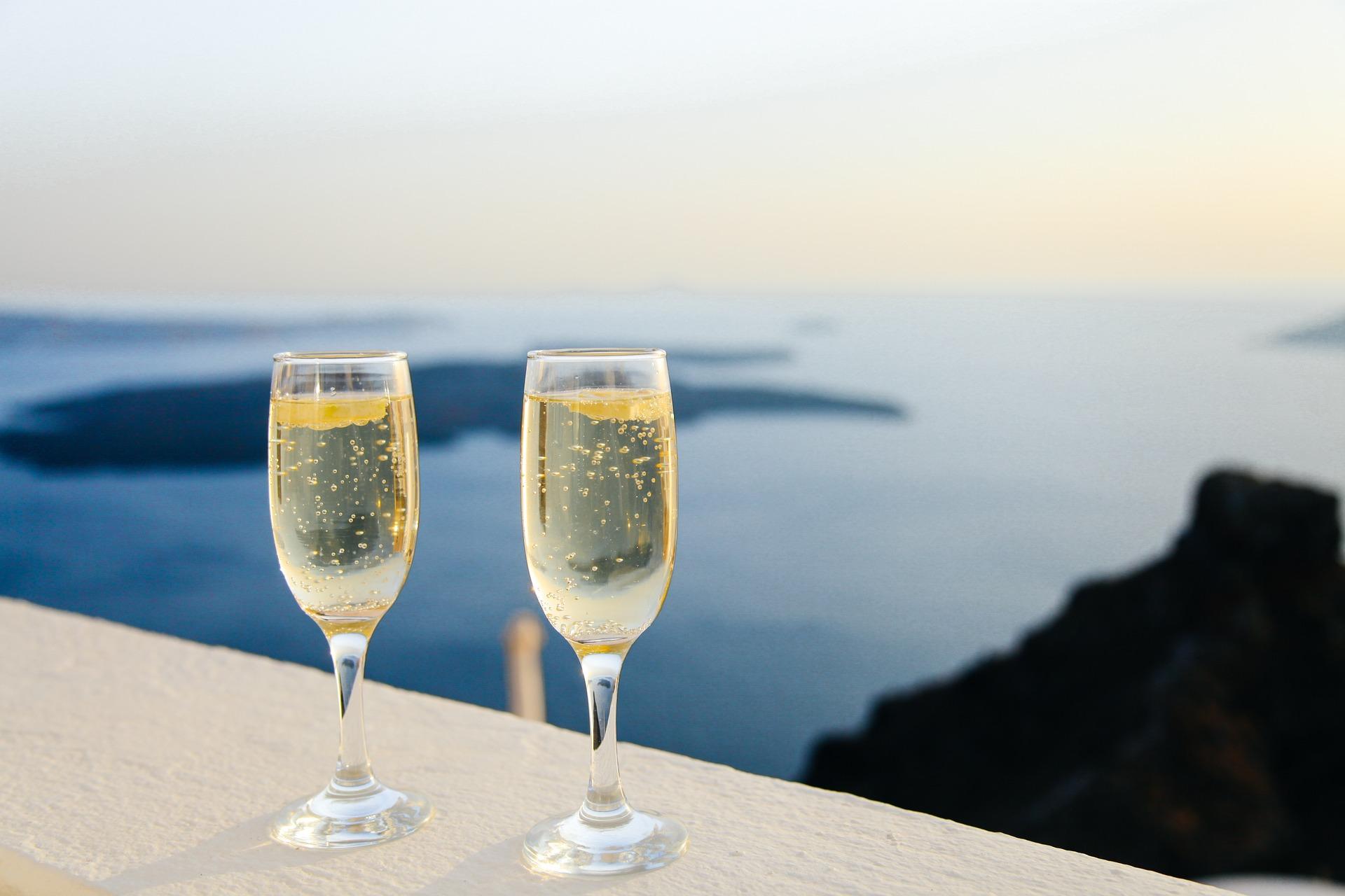 sparkling-wine-1030754_1920