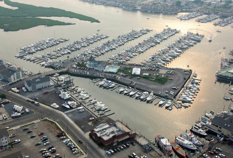 schooner_island_marina_clean_marina